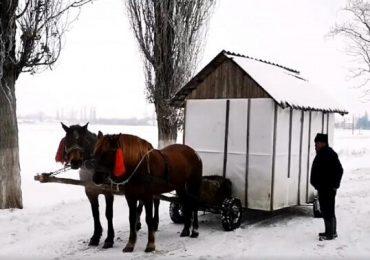 VIDEO - Ciobanul cu casa pe roţi