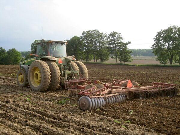 Paradoxul agriculturii româneşti