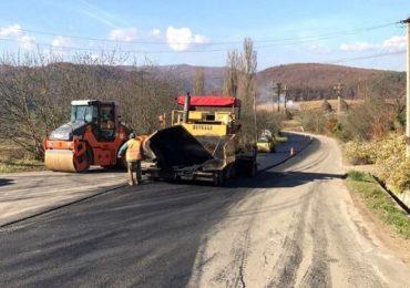 Drumul care tranzitează cel mai important bazin legumicol al ţării, reabilitat cu bani europeni