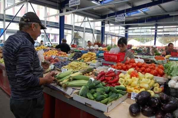 Noi controale în pieţele agroalimentare. Legumele şi fructele rămân sigure pentru consum