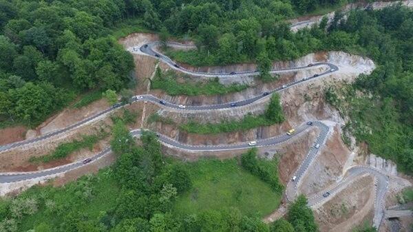Un drum agricol, cel mai spectaculos dintr-un judeţ din vestul ţării. Rivalizează cu Transfăgărăşan şi Transalpina