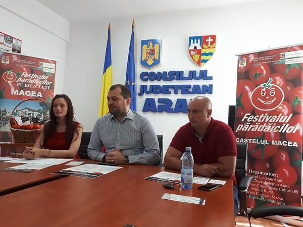 """""""Festivalul părădăicilor"""", în weekend, la Macea"""