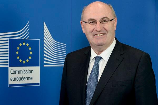 Comisia Europeană finanţează distribuirea de lapte, fructe şi legume către şcolarii europeni