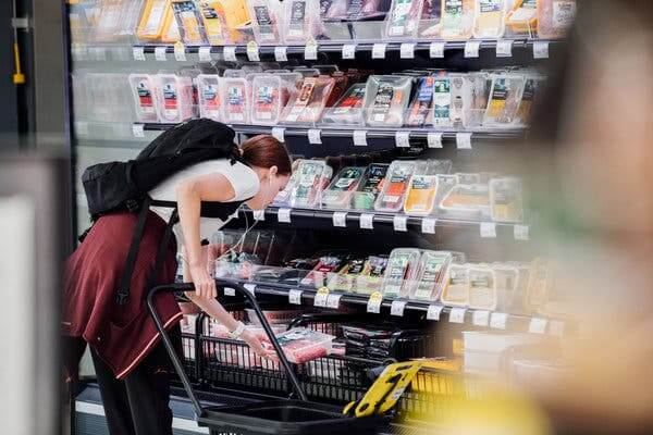 "Tone de mâncare irosite la nivel mondial. Soluţia vine din Finlanda: ""Happy hour"" la supermarket"