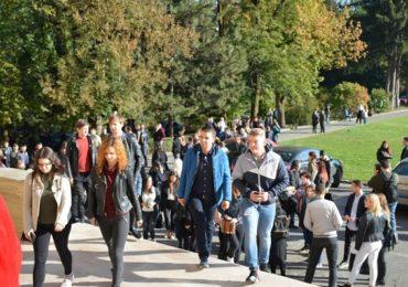 La Cluj-Napoca, noul an universitar începe cu un picnic la o fermă