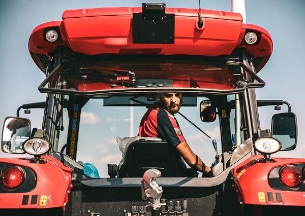Concurs de îndemânare pentru tractorişti - FOTO