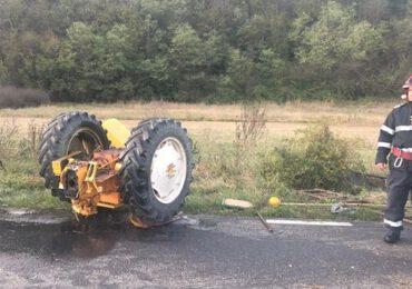 FOTO: Tractor rupt în două după un accident violent