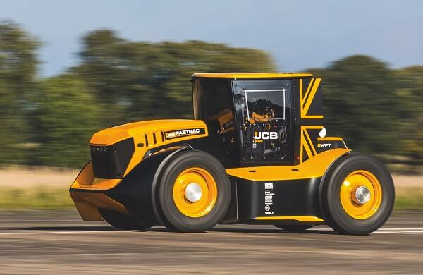 VIDEO: Record doborât! Care este cel mai rapid tractor din lume