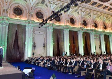 Peste 1.200 de fermieri au participat la conferinţa naţională a clubului fermierilor români pentru agricultură performantă