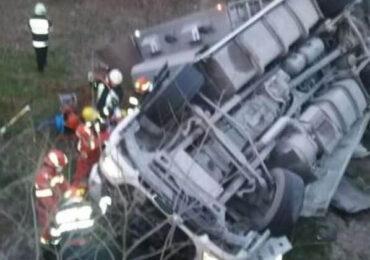 Accident grav în care a fost implicat un camion ce transporta zece bovine