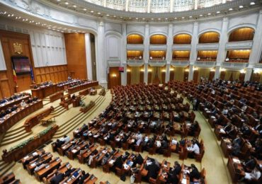 Şedinţă online a parlamentului privind dezbaterea şi votul decretului de prelungire a stării de urgenţă