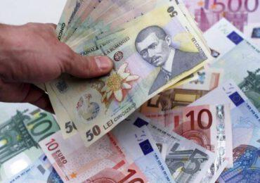 Leul s-a depreciat astăzi în raport cu euro, dar a crescut faţă de dolarul american